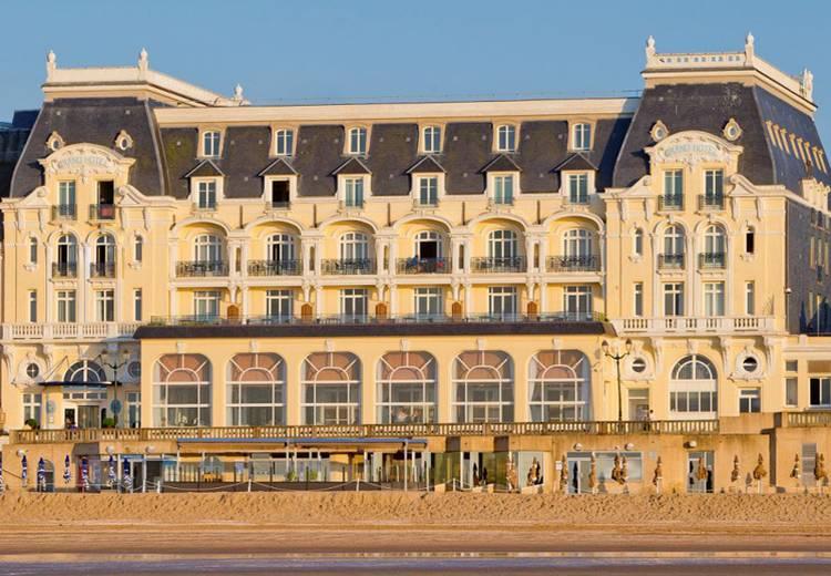 Grand Hôtel MGallery de Cabourg vu depuis la plage