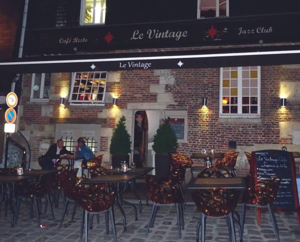 Le Vintage Café